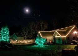 Newmarket NH holiday lighting house
